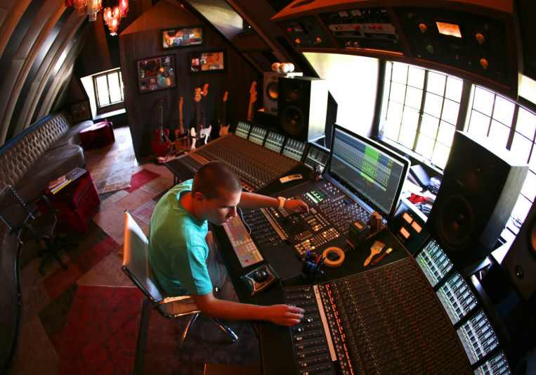 X-Change Mastering Studio on SoundBetter