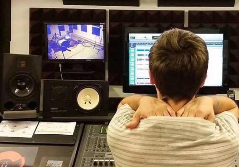 Iago Blanco(Drum&Roll Studios) on SoundBetter