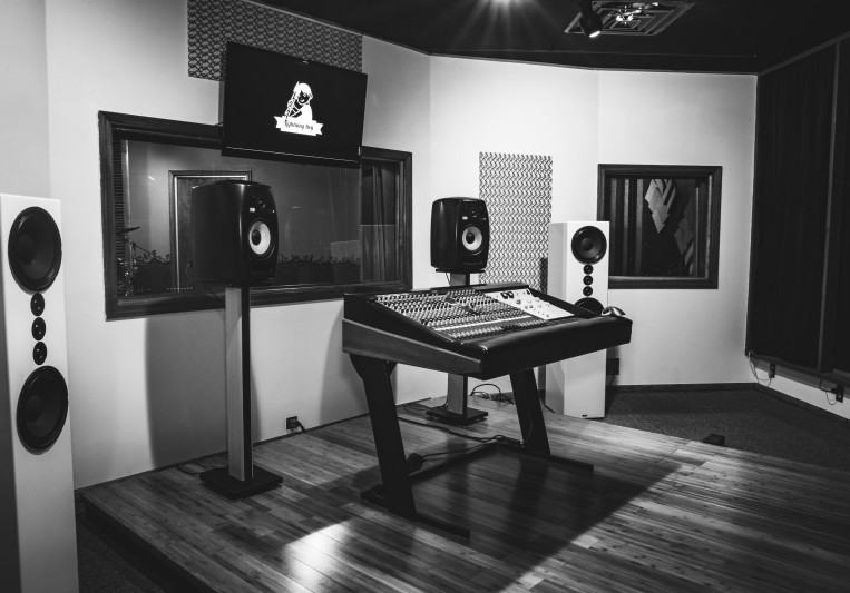 LBA Recording Studio on SoundBetter