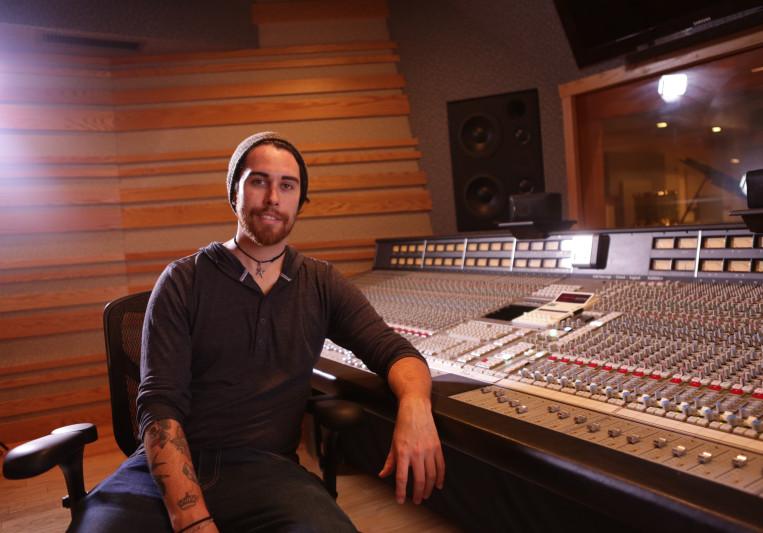 Johnny Whiteside on SoundBetter