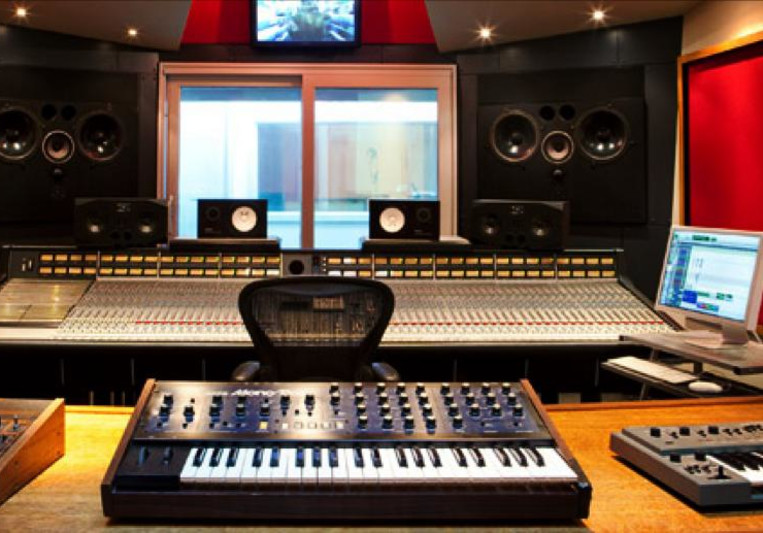 Ali Stone on SoundBetter
