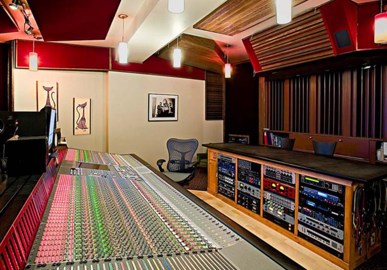 Electrokitty Sound Studio on SoundBetter
