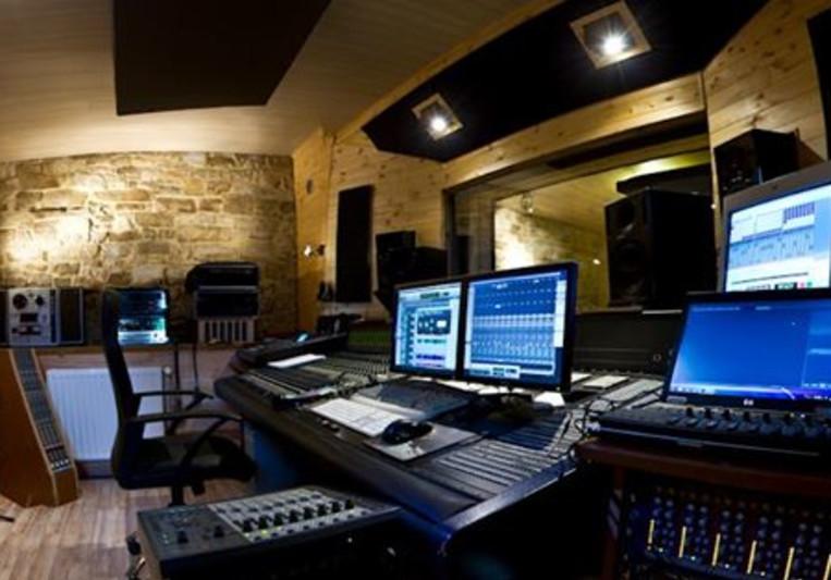 Medi-Art Studio on SoundBetter