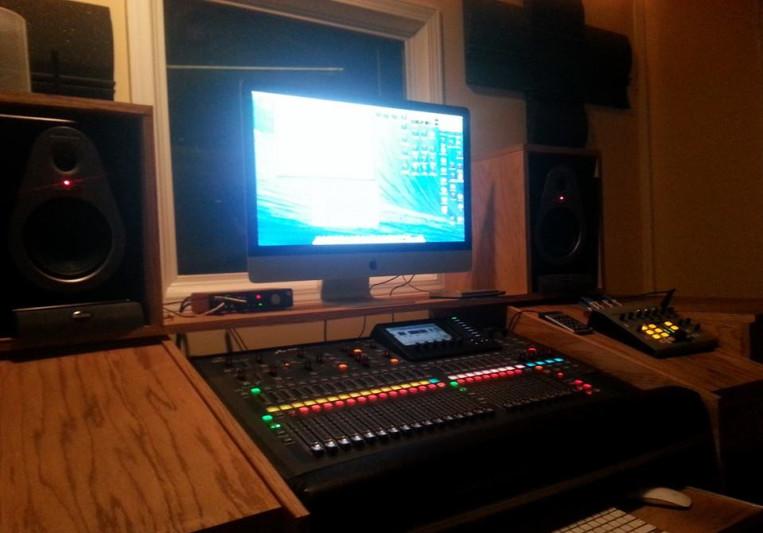 King DJ Meechie, KDM100 Entertainment Studios on SoundBetter