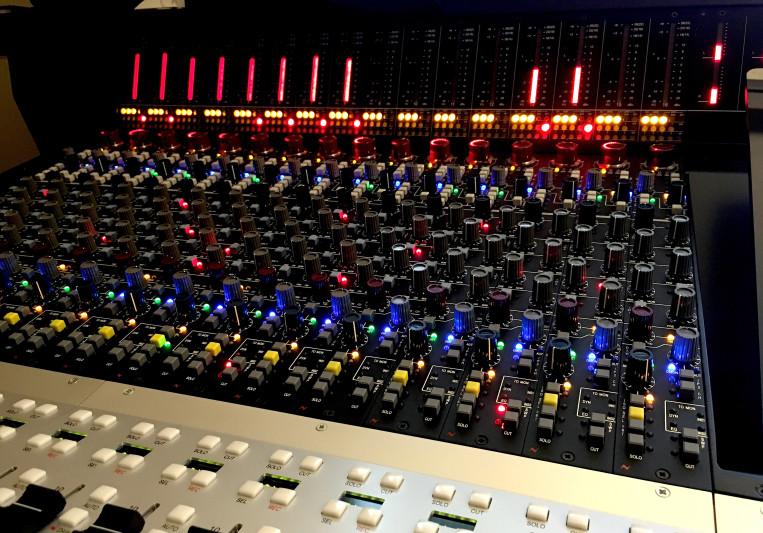 Hawker Studio on SoundBetter