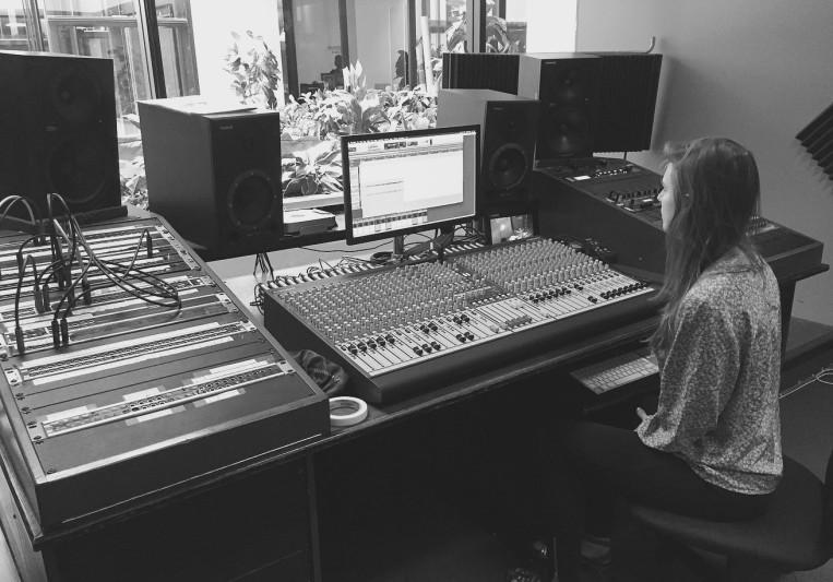 Julia Bores on SoundBetter