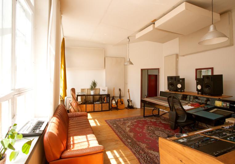Bakermoon Studios on SoundBetter