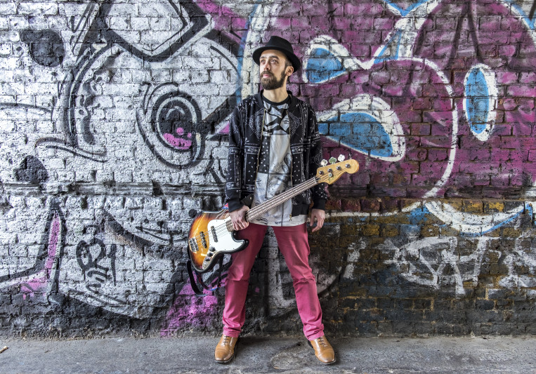 Damien Ricaud on SoundBetter