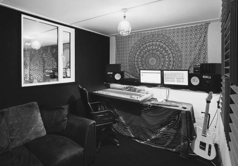 Riff Factory Recording Studio on SoundBetter