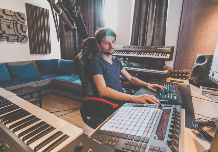 Victor Mihailescu - Music Producer, Sound Designer - Bucharest