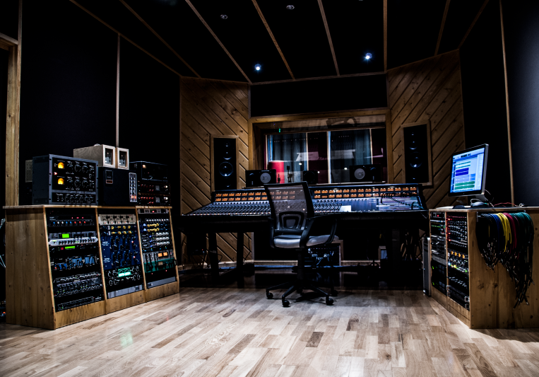 HAL5 Studio on SoundBetter