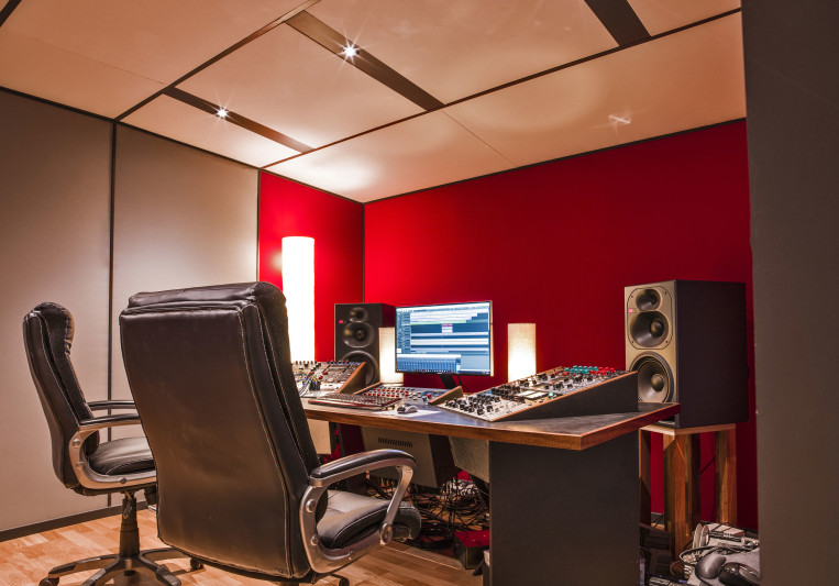 Quadrature Studio on SoundBetter