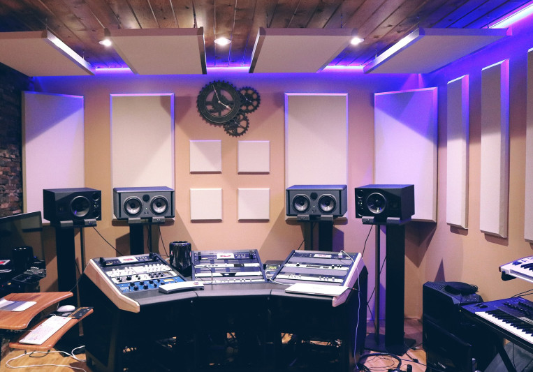 Deluxe Sound Studio on SoundBetter