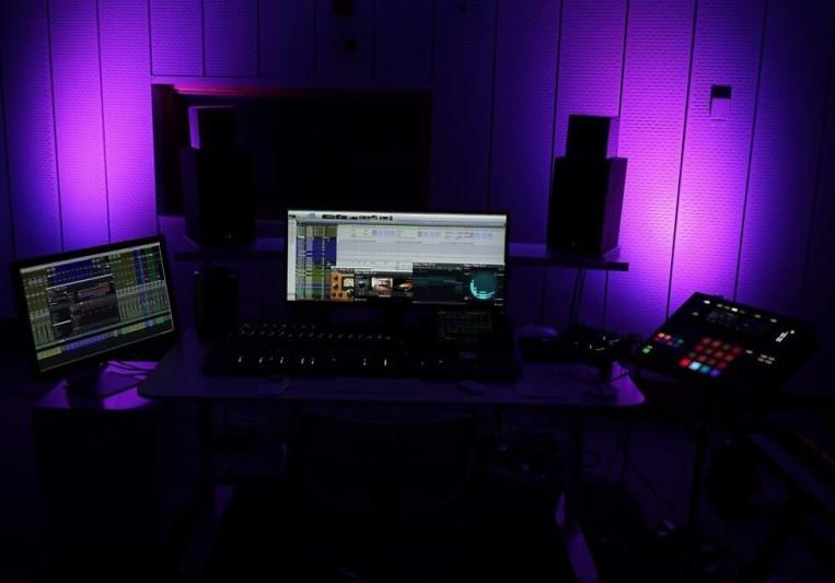 Zweidorff Studio on SoundBetter