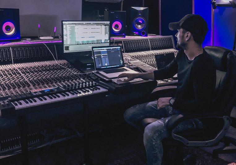 DJ ARISTOCRAT on SoundBetter