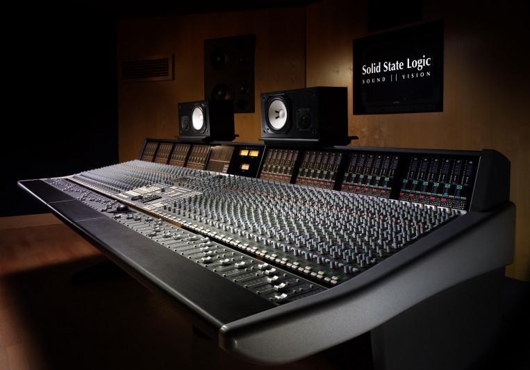 Ian Mereness - The Hit Shop on SoundBetter