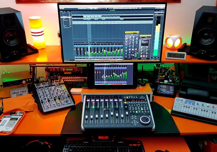 Roman Dessaix - Digital Domain on SoundBetter