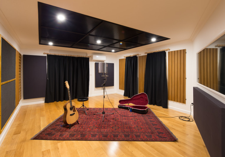 Amberly Studios on SoundBetter