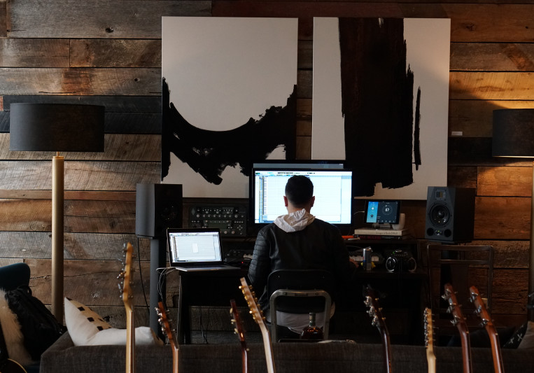 Andrew J. Gomez on SoundBetter