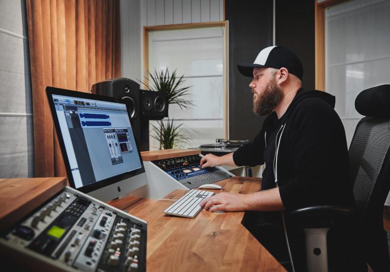 Lawrence Mackrory on SoundBetter