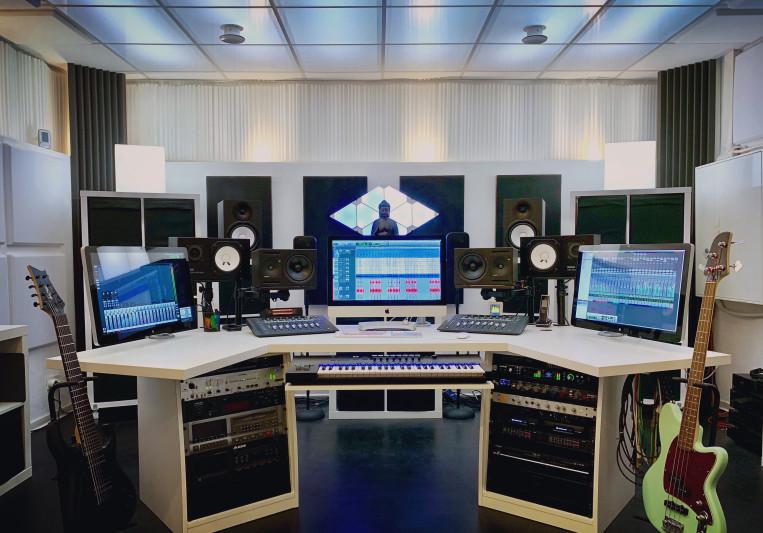 Maison Derrière Studio on SoundBetter
