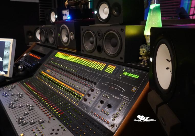 Flyzone Studio on SoundBetter