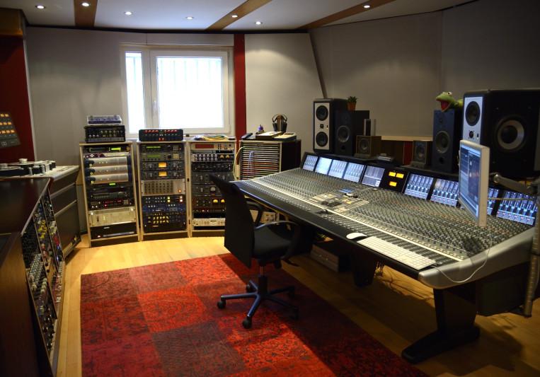 Freudenhaus Studio on SoundBetter