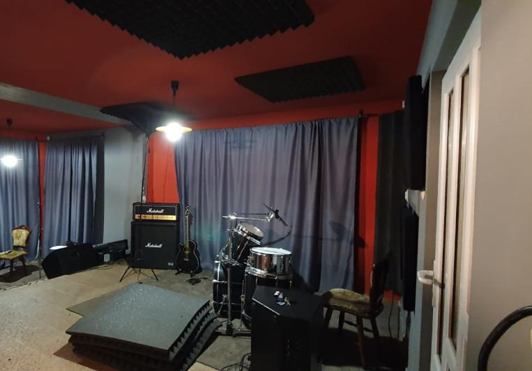 Pixelwarp studios on SoundBetter