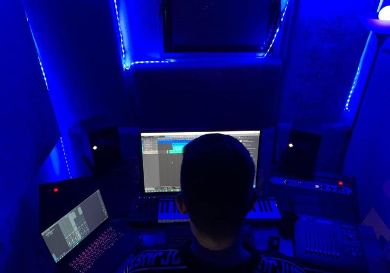 Dias Pora on SoundBetter