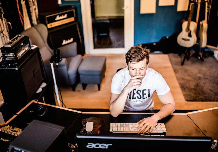 Roman J. Schwendt on SoundBetter