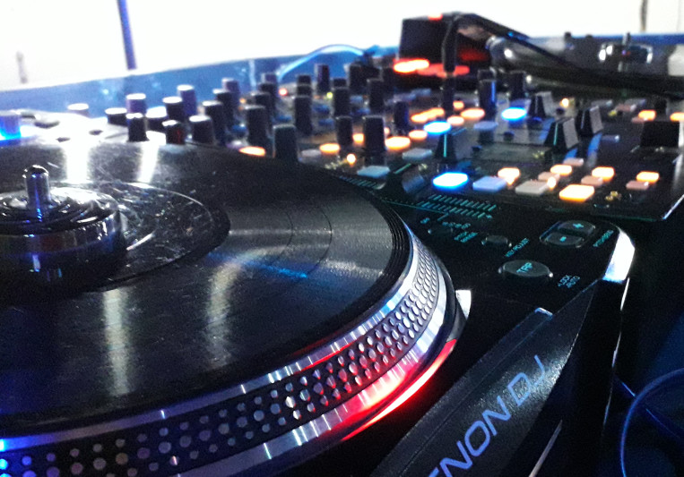 DJ puya on SoundBetter