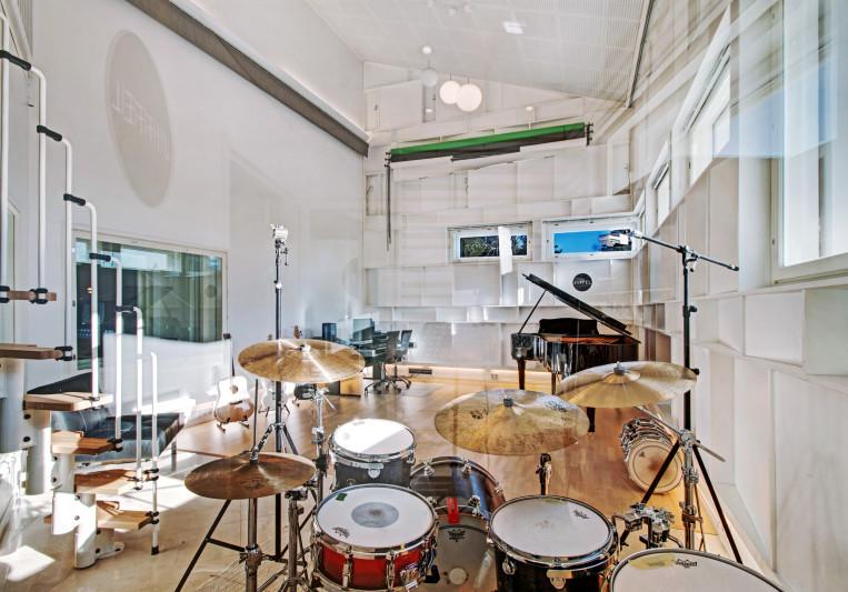 Jiffel Studios on SoundBetter