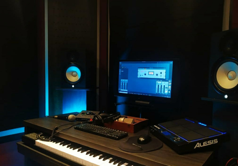 Medellin Live Récords on SoundBetter