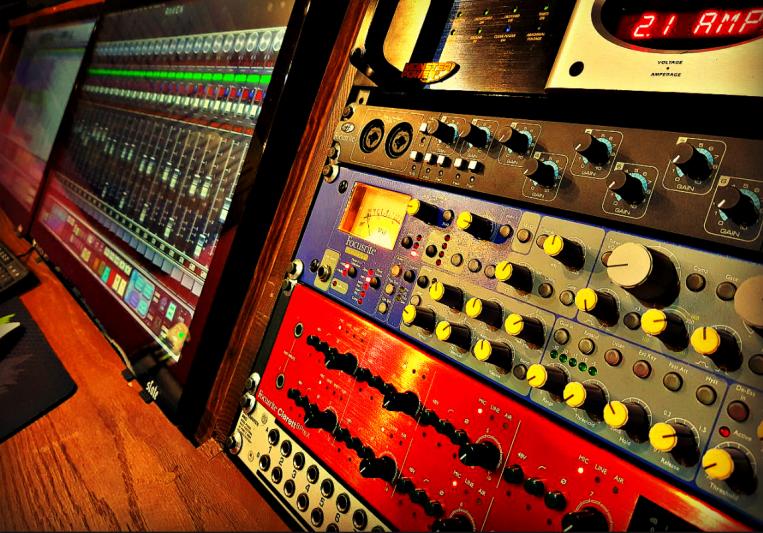 Roof Cat Studios on SoundBetter