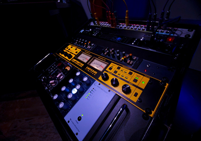 ANDU Silvertone on SoundBetter