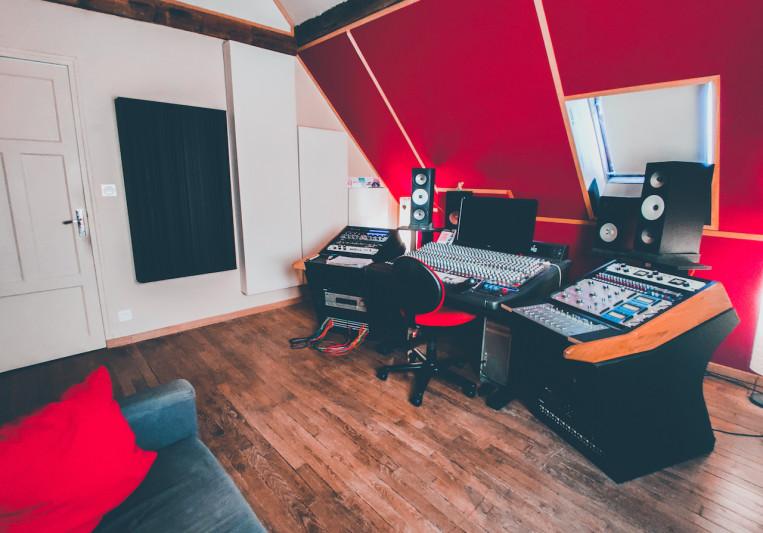 The Office / The Artist on SoundBetter