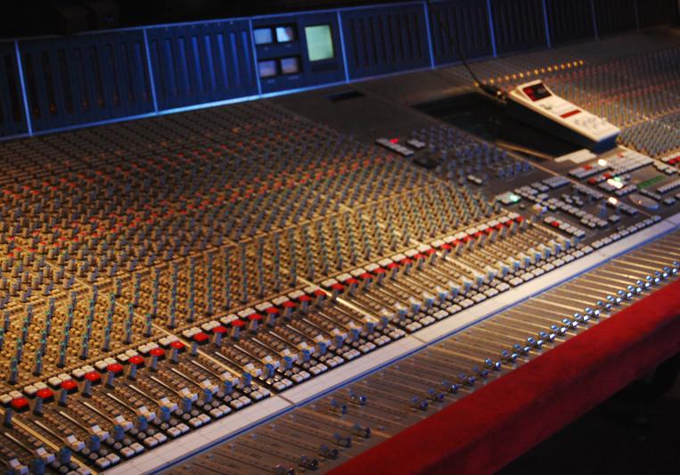 Tsiones Studios on SoundBetter