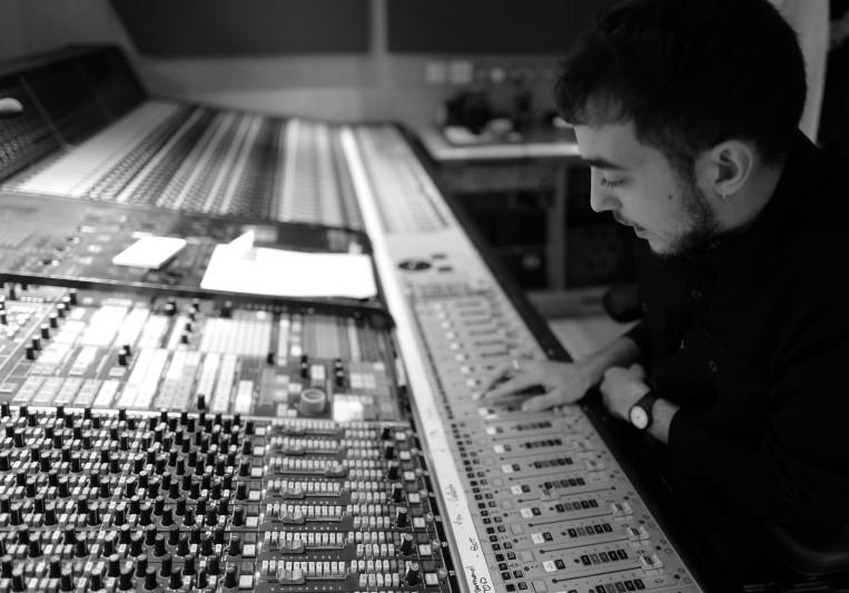 Miguel León on SoundBetter