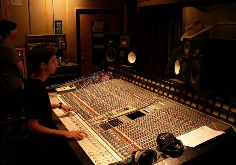 Julien Baraness on SoundBetter
