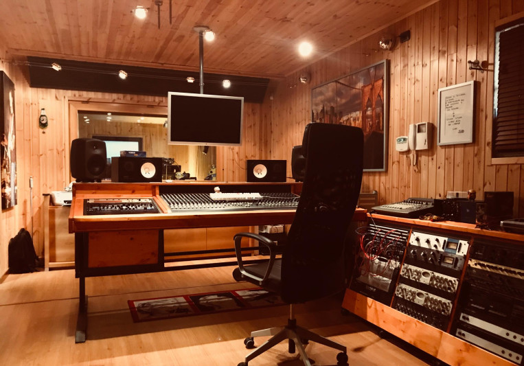 LunarStudioRecording on SoundBetter
