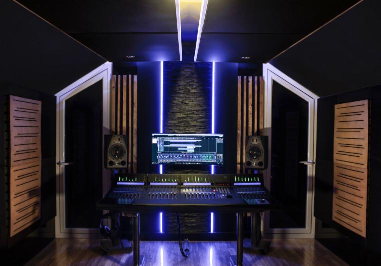 Watch Your Head! Studio on SoundBetter