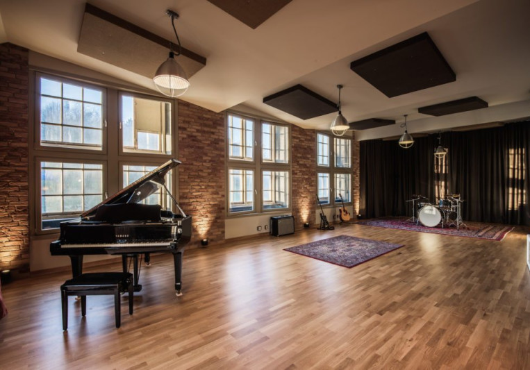 Spinroad Studios on SoundBetter