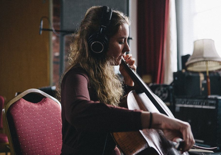 Polly Virr on SoundBetter