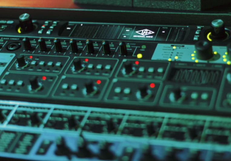 FJ Moore (Embouchure Studios) on SoundBetter