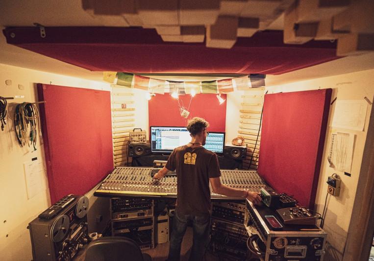 Bat Records on SoundBetter