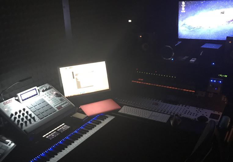 Mezii Entertainment Studios on SoundBetter