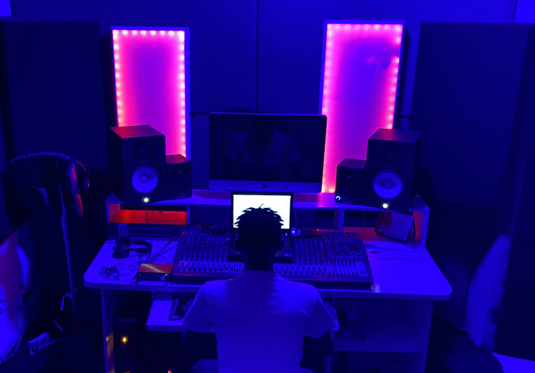 deeAPV on SoundBetter