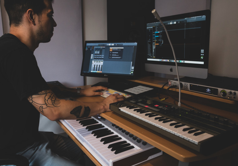Mixer Sam Peñalva on SoundBetter