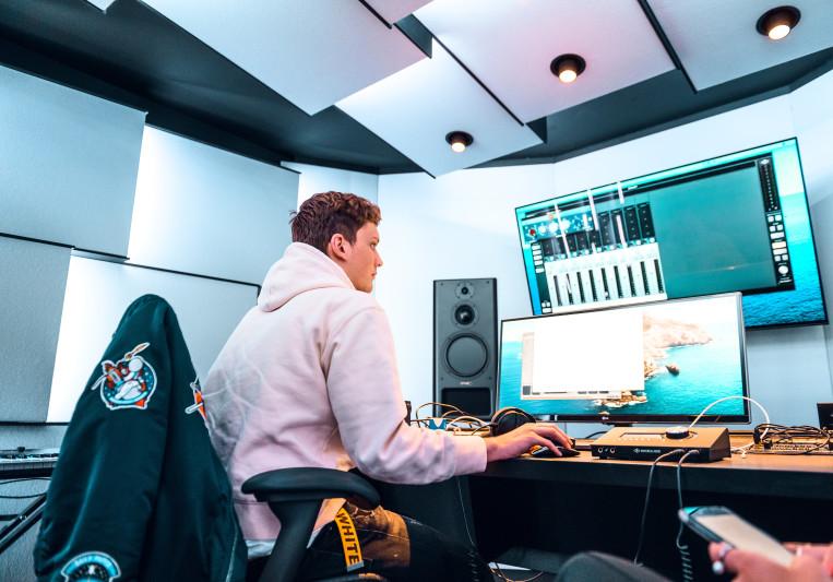 Jules Brand on SoundBetter