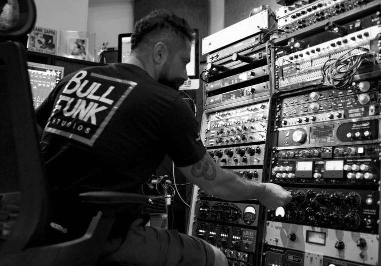 Bull Funk Studios on SoundBetter